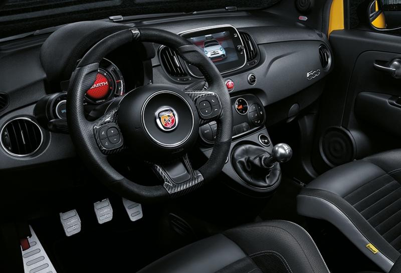 595_competizione_tech_feat_nuovo-cockpit-sportivo_desktop
